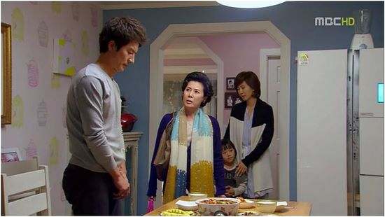 Taehee's mom finds out